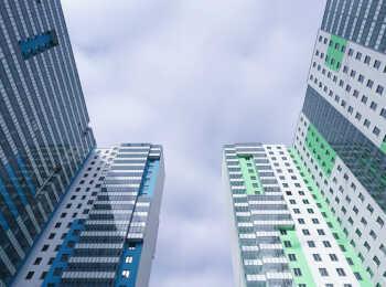 Разноцветные высотные корпуса
